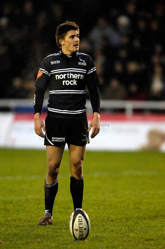 Photo: Jed Wee..Newcastle Falcons v Sale Sharks. Guinness Premiership. 26/12/2006...Newcastle's Toby Flood.