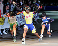 OOSTENDE – BELGICA – 28-08-2013:Jersy Puello (Cent.),   patinadora de Colombia gana medalla de oro en la prueba de los 500 metros sprint en el patinodromo Mundialista Track en Oostende,  Belgica, agosto 28 de 2013. (Foto: VizzorImage / Luis Ramirez / Staff).  Jersy Puello (C), Colombia skater, wins  the golden medal in the testing of the 500 meters sprint in the Mundialist Track in Oostende, Belgium, August 28, 2013. (Photo: VizzorImage / Luis Ramirez / Staff).