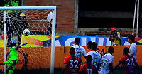 CÚCUTA - COLOMBIA, 23-03-2019: José Fernando Cuadrado, guardameta de Atlético Nacional, no logra detener el disparo de Jhonathan Angulo de Cúcuta Deportivo (Fuera de Cuadro) al anotar gol, durante partido entre Cúcuta Deportivo y Atlético Nacional, de la fecha 11 por la Liga Águila I-2019, jugado en el estadio General Santander de la ciudad de Cúcuta. / José Fernando Cuadrado, goalkeeper of Atletico Nacional,  not stop Jhonathan Angulo shot (Out of Frame), player of Atletico Nacional, in scoring gol, during a match between Cucuta Deportivo and Atletico Nacional, of the 11th date for the Liga Aguila I 2019 at the General Santander Stadium in Cucuta city Photo: VizzorImage / Edgar Cusguen / Cont.