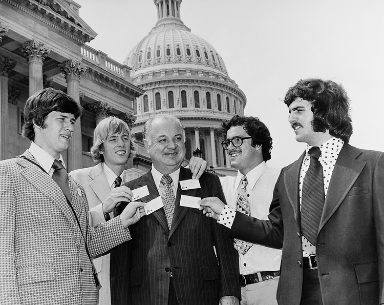 Rep. Jimmy Quillen, R-Tenn.,with kids from his district in 1985. (Photo by CQ Roll Call)