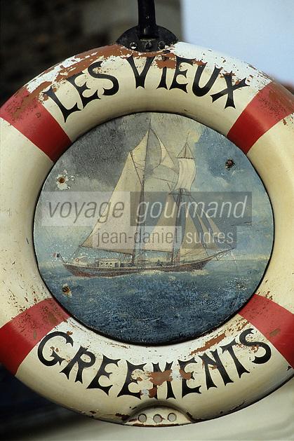 Europe/France/Bretagne/22/Côtes d'Armor/Perros-Guirec: Enseigne d'une crêperie - Bouée gréément