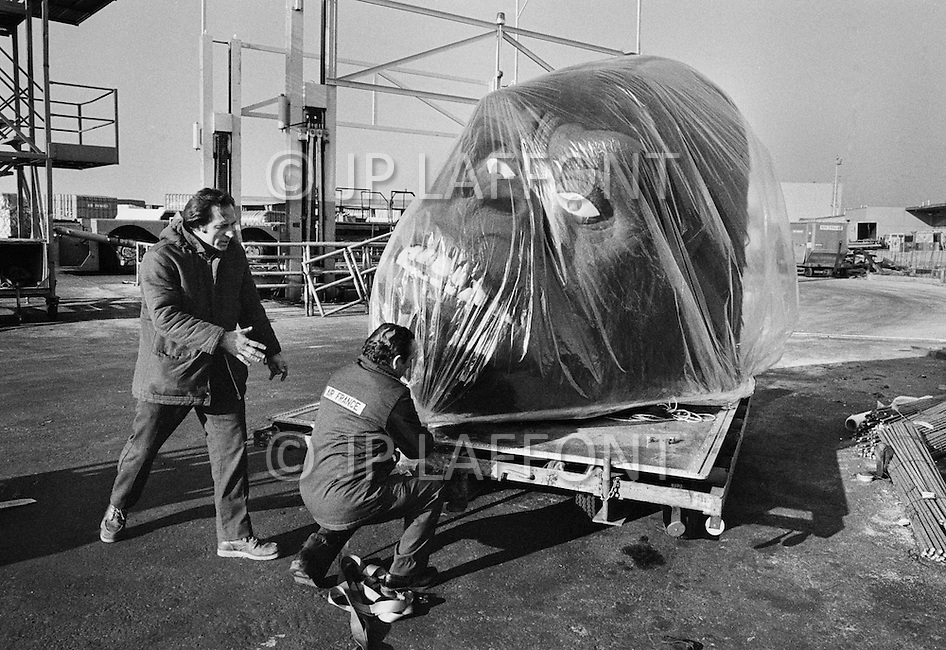 Queens, NYC, November 1976 — After the remake of the movie King Kong in New York, the props used in the film get loaded into an Air France cargo plane to be taken back into Europe.