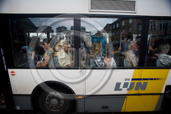 HASSELT - BELGIUM - 02 JULY 2008 --  The city of Hasselt has introduced a free public transport service since 1. July 1997. Here a a fully loaded Centrumpendel bus at the Grote Markt (Town square. Photo: Erik Luntang/EUP-IMAGES..