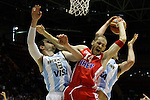 Argentina´s Nocioni (L) and Croatia´s Zoric during FIBA Basketball World Cup Spain 2014 match between Argentina and Croatia at Sevilla stadium in Sevilla, Spain. August 31, 2014. (Victor Blanco)