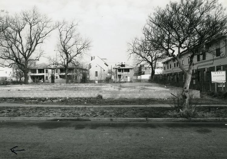 1993 March 22..Conservation.Huntersville 1 (R-70)..North Huntersville Study.Sequence 36.vacant lot 730 block Johnson Avenue.North side...NEG#.NRHA#.CONSERV:N.Hunt  1   5:21  FR12a.