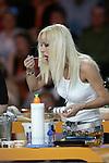 """SAT.1-Show """"Jetzt geht's um die Eier"""" am 08.04.2006 bei Gerry Weber, Halle. Cora Schumacher steht am Herd und probiert eine Speise mit einem LŲffel.<br /> Foto: © nordphoto *** Local Caption *** Foto ist honorarpflichtig! zzgl. gesetzl. MwSt.<br />  Belegexemplar erforderlich"""