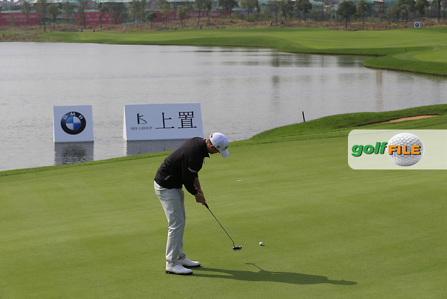 Michael Hoey (NIR) takes his putt on the 9th green during Sunday's Final Round of the 2014 BMW Masters held at Lake Malaren, Shanghai, China. 2nd November 2014.<br /> Picture: Eoin Clarke www.golffile.ie