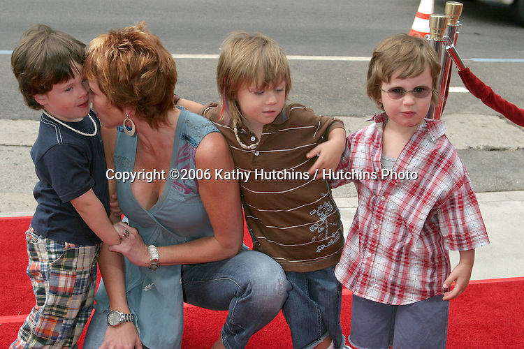 "Lauren Holly & Sons.""Barnyard"" Premiere.ArcLight Theaters.Los Angeles, CA.July 30, 2006.©2006 Kathy Hutchins / Hutchins Photo...."