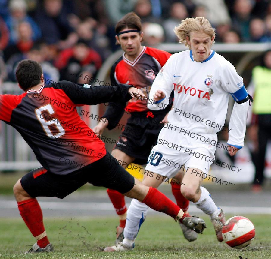 Fudbal, Super liga, season 2006/07<br /> Banat Vs. Crvena Zvezda<br /> Vasic Dejan, left and Dusan Basta, right<br /> Zrenjanin, 03.03.2007.<br /> fotoL Srdjan Stevanovic