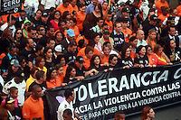 """STO-01. SANTO DOMINGO (REPÚBLICA DOMINICANA), 23/11/2011.- Miles de personas participan en la tercera caminata """"Tolerancia Cero contra la Violencia a la Mujer"""" hoy, miércoles 23 de noviembre de 2011, en Santo Domingo (República Dominicana). La actividad, convocada por la Procuraduría General de la República, se realiza con motivo del """"Día Internacional de la Eliminación Violencia Contra la Mujer"""", declarado por la Organización de las Naciones Unidas para el 25 de noviembre. EFE/Orlando Barría"""