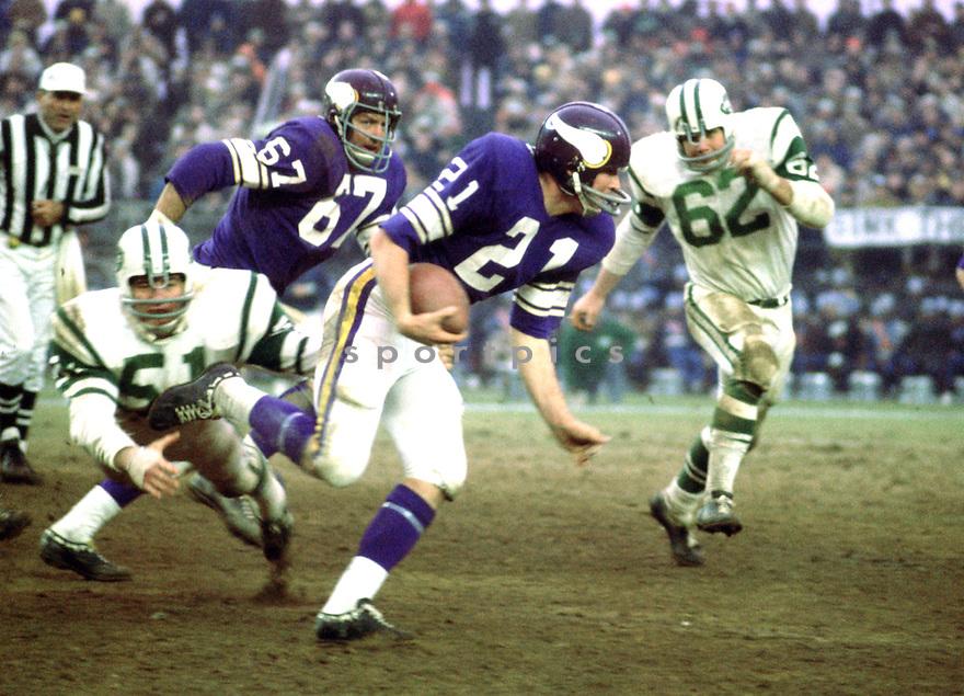 Minnesota Vikings Jim Lindsey (21) during a game against the New York Jets on November 29, 1970 at Shea Stadium in Flushing, New York. The New York Jets  beat the Minnesota Vikings 20-10.  Gary Larsen played for 7 years all with the Minnesota Vikings.(SportPics)