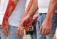 """MEDELLIN-COLOMBIA-07-02-203: Activistas con las manos ensangrentadas y camisetas blancas harcen un llamado al gobierno nacional, administraciones locales y ciudadanos en general para que con sus decisiones ?la tauromaquia no llene sus manos de sangre?, aqui en una protesta en la Plaza la alpujarra del centro administrativo de Medellin .  Medellin, febrero 7 de 2013.(Foto: VizzorImage/Luis Benavides/Cont.)Activists with bloody hands and white shirts  make a call to the national government, local governments and citizens to make their decisions """"bullfighting not fill their hands with blood"""", here in a protest in the Plaza la Alpujarra Administrative Center Medellin. Medellin, February 7, 2013.(Photo: VizzorImage/Luis Benavides/Cont.)....."""