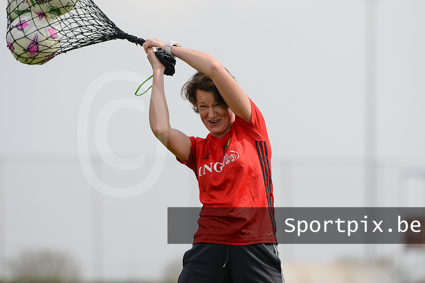 20180306 - LARNACA , CYPRUS :  Belgian physiotherapist Fabienne Van Den Steene pictured during a Matchday -1 training from The Belgian Red Flames prior to their game against South Africa , on tuesday 6 March 2018 at the Alpha Sports Grounds in Larnaca , Cyprus . This will be the final game for Belgium during the Cyprus Womens Cup for a battle for the 5th place , a prestigious women soccer tournament as a preparation on the World Cup 2019 qualification duels. PHOTO SPORTPIX.BE | DAVID CATRY