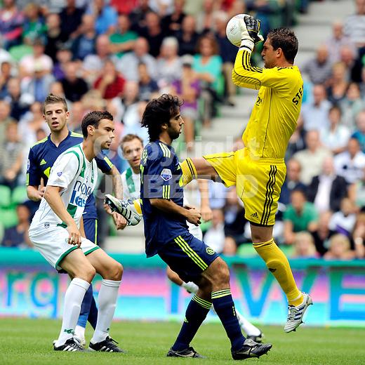 voetbal fc groningen - ajax  eredivisie seizoen 2010-2011 08-08-2010 maarten stekelenburg onderschept voor tim sparv
