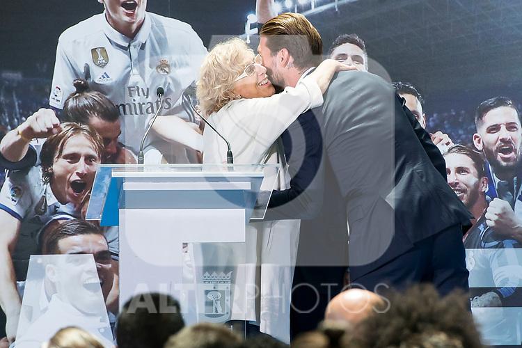 Madrid Mayor Manuela Carmena and Real Madrid's Sergio Ramos at Crystal Gallery of the Palacio de Cibeles in Madrid, May 22, 2017. Spain.<br /> (ALTERPHOTOS/BorjaB.Hojas)