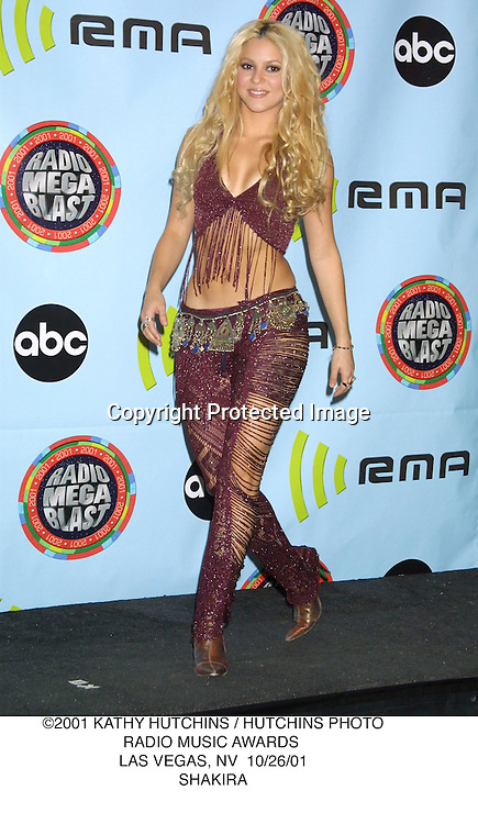 ©2001 KATHY HUTCHINS / HUTCHINS PHOTO.RADIO MUSIC AWARDS .LAS VEGAS, NV  10/26/01.SHAKIRA