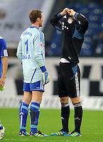 FUSSBALL   1. BUNDESLIGA   SAISON 2011/2012    6. SPIELTAG FC Schalke 04 - FC Bayern Muenchen                       18.09.2011 Trikottausch: Ralf FAEHRMANN (li, Schalke) und Manuel NEUER (re, Bayern) tauschen nach dem Abpfiff ihre Trikots