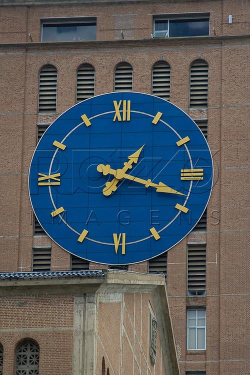 Relógio da Basílica Nova - Santuário Nacional de Nossa Senhora da Aparecida, Aparecida - SP, 10/2016.