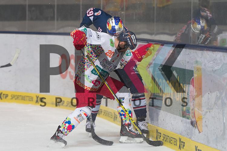 Im Bild Manuel STRODEL (D&uuml;sseldorfer EG, 20), Florian KETTEMER (EHC Red Bull M&uuml;nchen, 69) im Zweikampf um den Puck  beim Spiel in der DEL, EHC Red Bull Muenchen (blau) - Duesseldorfer EG (weiss).<br /> <br /> Foto &copy; PIX-Sportfotos *** Foto ist honorarpflichtig! *** Auf Anfrage in hoeherer Qualitaet/Aufloesung. Belegexemplar erbeten. Veroeffentlichung ausschliesslich fuer journalistisch-publizistische Zwecke. For editorial use only.