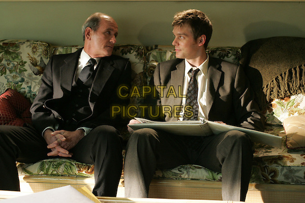 RICHARD JENKINS & PETER KRAUSE.in Six Feet Under.Year 5.*Editorial Use Only*.www.capitalpictures.com.sales@capitalpictures.com.Supplied by Capital Pictures.