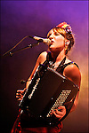 La chanteuse Zaza Fournier et son accordéon en concert aux Francofolies de la Rochelle 2009 / 17 Charente Maritime / Rég. Poitou Charentes / The singer Zaza Fournier playing the accordion on stage at the Francofolies music festival of La Rochelle / France