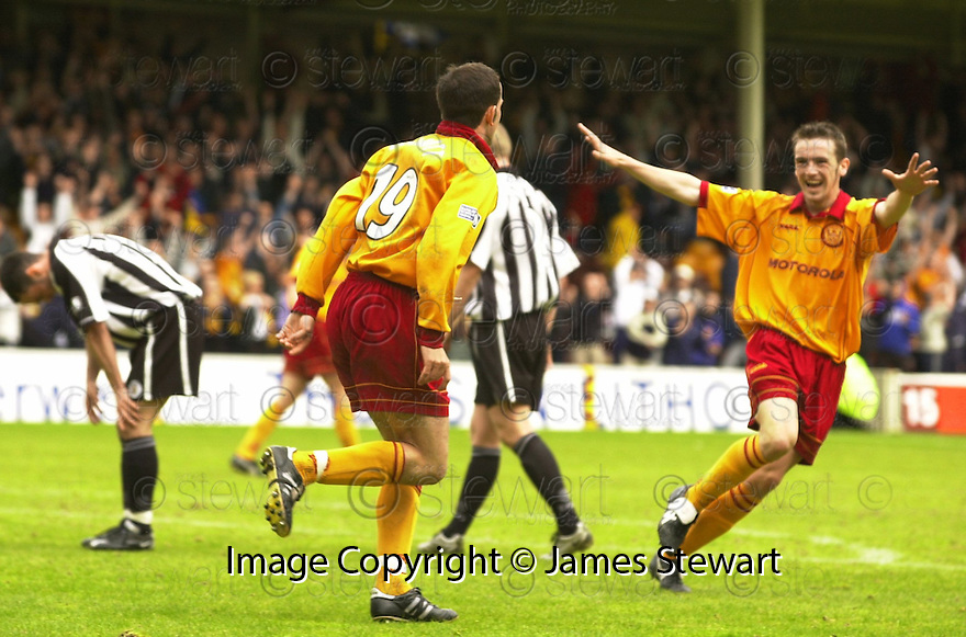 20th May 2001   Copyright Pic : James Stewart .Ref :                           .File Name : stewart18-motherwell v st mirren.STUART ELLIOT (LEFT) IS CONGRATULATED BY KEITH LASLEY AFTER HE SCORES THE THIRD FOR MOTHERWELL......James Stewart Photo Agency, Stewart House, Stewart Road, Falkirk. FK2 7AS      Vat Reg No. 607 6932 25.Office : +44 (0) 1324 630007     Mobile : 07721 416997.Fax     :  +44 (0) 1324 630007.E-mail : jim@jspa.co.uk.If you require further information then contact Jim Stewart on any of the numbers above.........