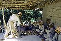 Irak 1985.Dans les zones libérées, région de Lolan, peshmergas reçus dans une maison.Iraq 1985.In liberated areas, Lolan district,welcome of peshmergas  in a house