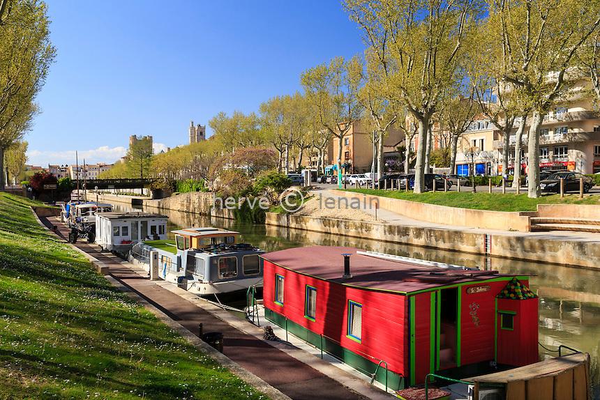 France, Aude (11), Narbonne, Quai Vallière, canal de la Robine et bâteaux à quai // France, Aude, Narbonne, Robine Canal