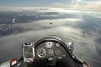 Segelflug, Blick aus  dem Cockpit, Welle, Lenti, über den Wolken, Suedfrankreich, Instrumente