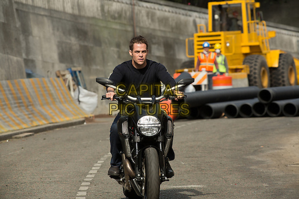 Chris Pine<br /> in Jack Ryan: Shadow Recruit (2014) <br /> *Filmstill - Editorial Use Only*<br /> CAP/FB<br /> Image supplied by Capital Pictures
