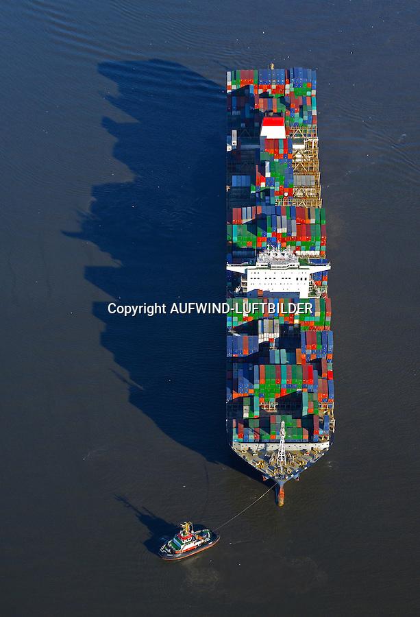 Containerschiff CMA CGM Christophe Colomb auf der Elbe : EUROPA, DEUTSCHLAND, HAMBURG, NIEDERSACHSEN, SCHLESWIG HOLSTEIN  (EUROPE, GERMANY), 15.03.2016: Containerschiff CMA CGM Christophe Colomb auf der Elbe