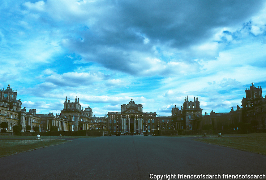 Sir John Vanbrugh: Blenheim Palace,  West Main Facade with Northern & Southern Ranges. Photo '05.