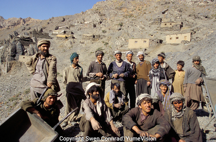 Hundred of miners are living and working at 4000 meters for the Emerald fever, in the Panshir valley.