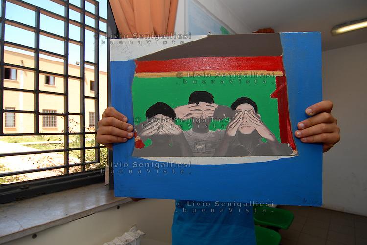 Palermo / Italia <br /> Carcere 'Malaspina' -  Istituto penale per minorenni.<br /> Uno dei giovani reclusi fotografato in modo da tutelarne la privacy e l'identit&agrave;.<br /> Foto Livio Senigalliesi