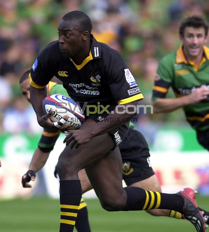 Pix: Matthew Lewis/SWpix.com. Rugby Union. Zurich Premiership. Northampton Saints v London Wasps. 27/09/03...COPYRIGHT PICTURE>>SIMON WILKINSON>>0870 092 0092>>..Wasps' Ayoola Erinle.