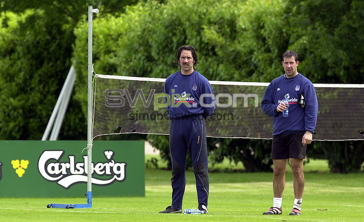 Pix:Simon Wilkinson/SWPIX  England Squad Training at Bisham Abbey 30/05/00...COPYWRIGHT PICTURE>>SIMON WILKINSON>>01943 436649>>..David Seaman and Nigel Martyn take a breather