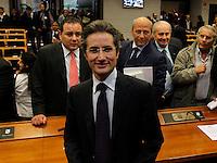 Gennaro Salvatore consigliere regionale della Campania &egrave; stato arrestato per peculato tra le sue spese pazze anche una tintura per capelli<br /> nella foto alle spalle di Caldoro