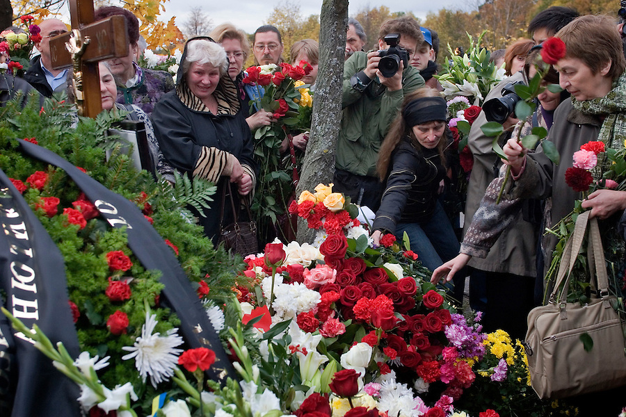 Moscow, Russia, 10/10/2006.Mourners lay flowers at the grave of Anna Politkovskaya, Novaya Gazyeta journalist murdered in an apparent contract killing believed to be connected with her work.