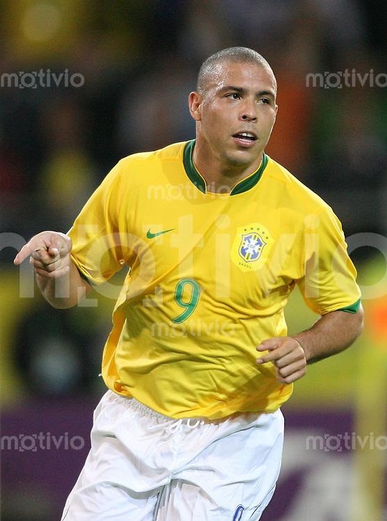 Fussball WM 2006  Gruppenspiel  Vorrunde Japan - Brasilien RONALDO (BRA) freut sich ueber sein 1:1