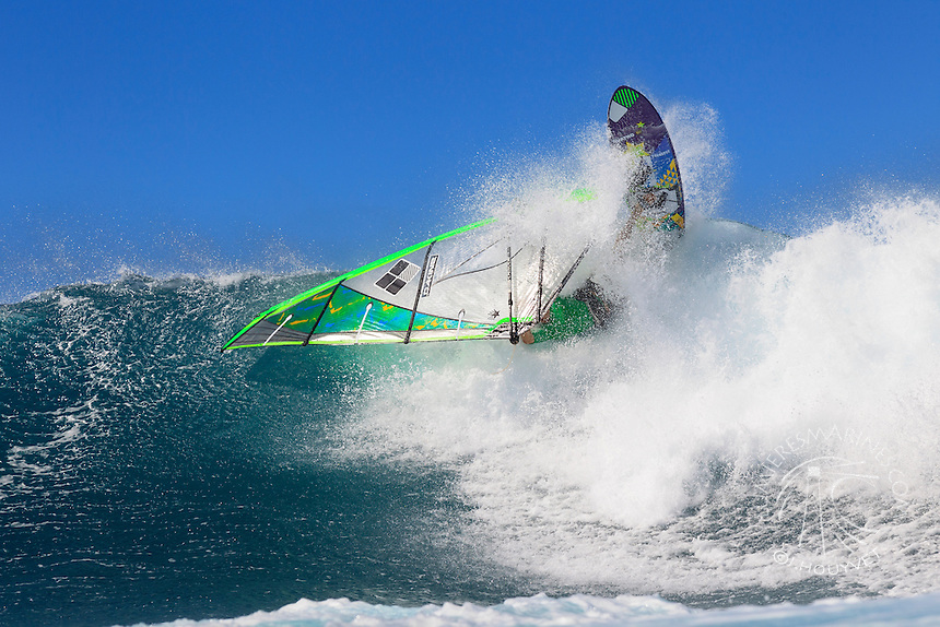 Graham Ezzy (USA) windsurfing in Ho'okipa Beach Park (Maui, Hawaii, USA)