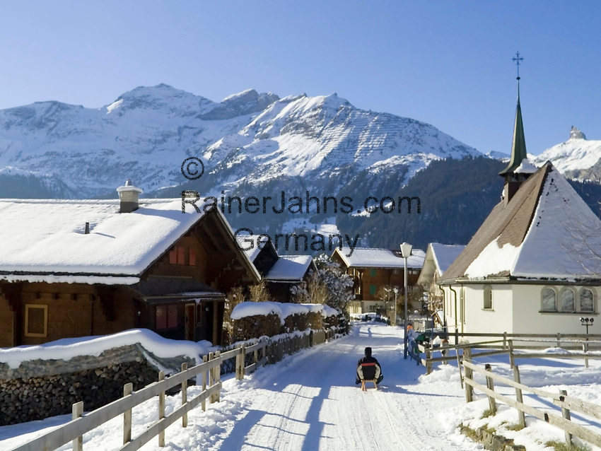 CHE, Schweiz, Kanton Bern, Berner Oberland, Wengen mit Dorfkirche - Austragungsort des beruehmten Lauberhornrennens | CHE, Switzerland, Canton Bern, Bernese Oberland, Wengen: wintersport resort w. church