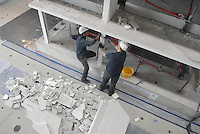 - EUCENTRE - European Centre for Earthquake Engineering, control of the damages produced on a small building  half size of natural in reinforced concrete and bricks....- EUCENTRE, Centro Europeo per l'Ingegneria Antisismica, controllo dei danni prodotti su una palazzina in cemento armato e mattoni in scala 1/2 del naturale........