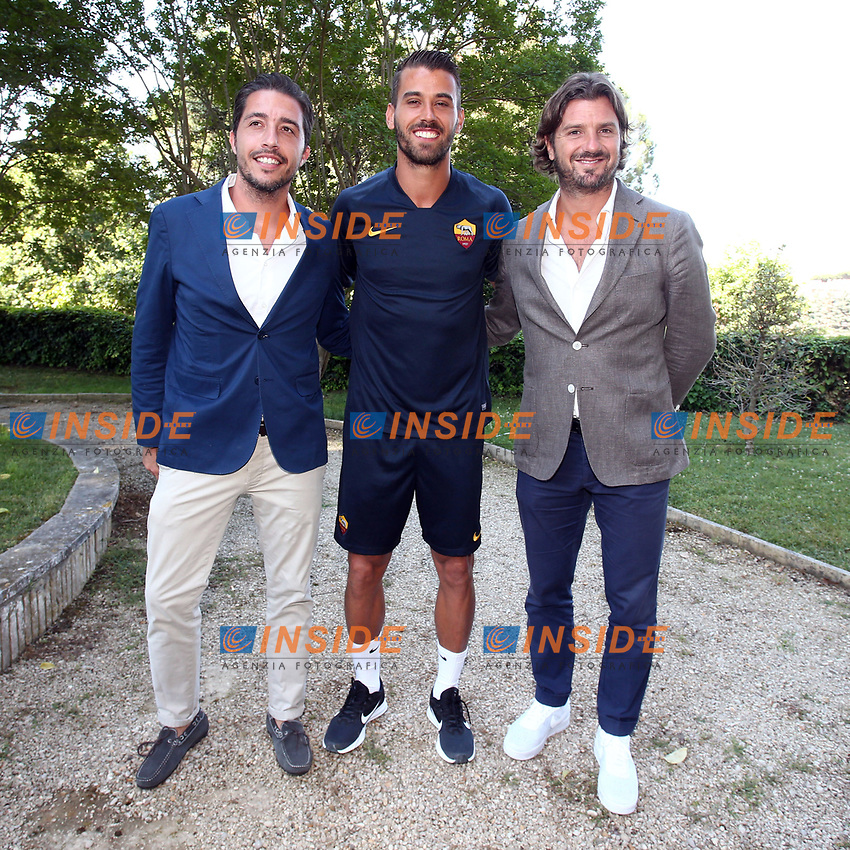 New AS Roma player Leonardo Spinazzola poses for photographers with his agents Luca Pennacchi and Davide Lippi <br /> Roma 26-06-2019 Villa Stuart <br /> Photo Gino Mancini/Insidefoto