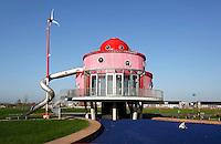 Almere Poort- Architectuurcentrum voor kinderen KindercASLa.KindercASLa wil kinderen tussen de 6 en 12 jaar  kennis laten maken met zo veel mogelijk aspecten van bouwen, wonen en gezond leven, in relatie tot duurzaamheid en innovatie.  Het gebouw is ontworpen door kinderen