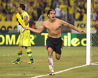 BARRANQUILLA -COLOMBIA- 11 -10-2013. Falcao de Colombia celebra su 2 gol y el del emapte  contra el Chile ,partido correspondiente para las eliminatorias al mundial de Brasil 2014 disputado en el estadio Metropolitano de Barranquilla   /Falcao Garcia Player of Colombia celebrates his swcond goal scored against Ecuador, game for the World Cup qualifiers for Brazil 2014 match at the Metropolitano stadium in Barranquilla .Photo: VizzorImage / Felipe Caicedo /  Staff