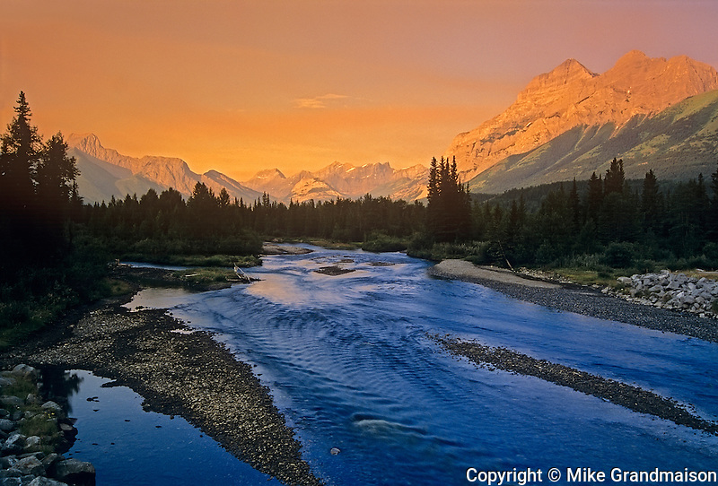 Kananaskis River and the Canadian Rockies<br /> Kananaskis Country<br /> Alberta<br /> Canada<br /> Kananaskis Country<br /> Alberta<br /> Canada