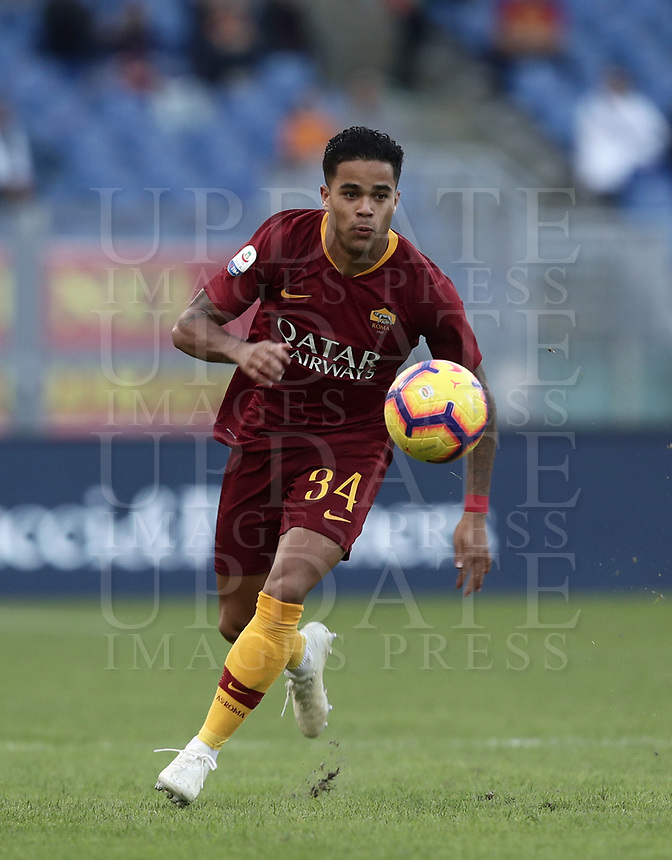 Football, Serie A: AS Roma - Sampdoria, Olympic stadium, Rome, November 11, 2018. <br /> Roma's Justin Kluivert in action during the Italian Serie A football match between Roma and Sampdoria at Rome's Olympic stadium, on November 11, 2018.<br /> UPDATE IMAGES PRESS/Isabella Bonotto