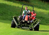 FUSSBALL     1. BUNDESLIGA     SAISON  2012/2013     30.07.2012 Fototermin beim  FC Bayern Muenchen  David Alaba kommt verletzt auf dem Rasenmaeher