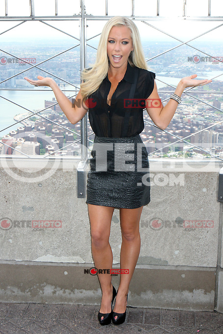 """Kendra Wilkinson Baskett at the Empire State Building's 86th floor Observatory to promote her WE tv reality series """"Kendra On Top"""" in New York, 06.06.2012. .Credit: Rolf Mueller/face to face / Mediapunchinc"""