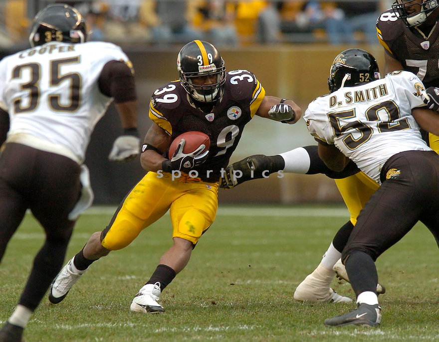 Willie Parker, of the Pittsburgh Steelers, in action during their game against the Jacksonville Jaguars  on October 16, 2005.  .David Durochik / SportPics..Panthers win 23-17